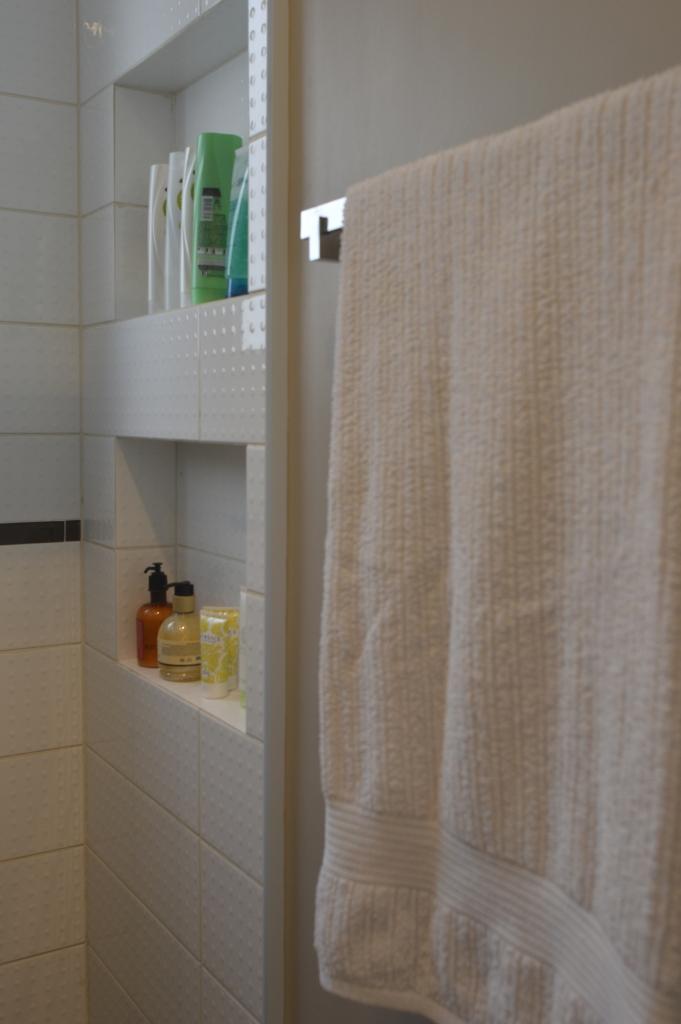 O charme de um banheiro muito pequeno  Amanda Schvartzman Arquiteta -> Banheiro Pequeno Pintado
